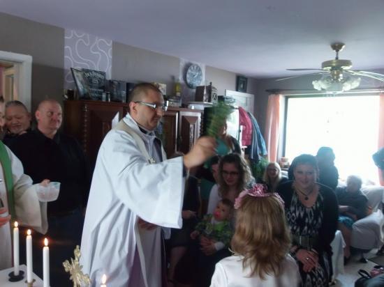 Baptême de Manon et Morgane le 11 mai 2014 Monceau Sur Sambre (9)